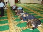 English-children-in-mosque.jpg
