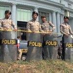 INDONESIA_-_polizia_e_luogo_di_culto_ok.jpg